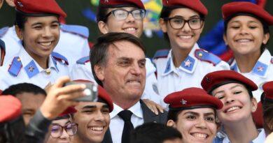 MAIS UMA PROMESSA DE JAIR BOLSONARO CUMPRIDA: Programa Nacional das Escolas Cívico-Militares chegará a mais 74 escolas em 2021, totalizando 127 escolas aderindo ao modelo altamente bem-sucedido.