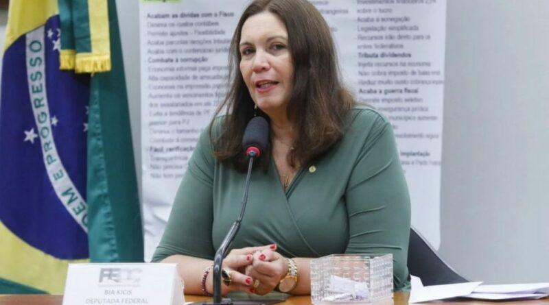 Bia Kicis convida Barroso para debate sobre voto auditável