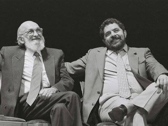 Método de Paulo Freire não é uma proposta de ensino, é um manifesto político do começo ao fim
