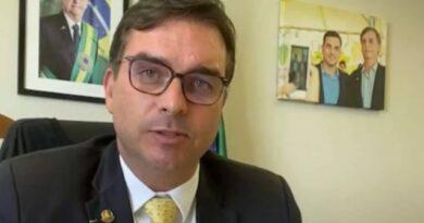Flávio Bolsonaro diz que vai pedir ao MP para investigar Renan Calheiros pelo cometimento de 20 crimes enquanto relator da CPI da Covid